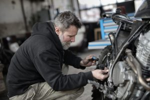 ¿Cómo recargar el aire acondicionado de su coche