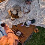 picnic romántico con vino y queso
